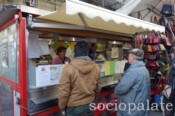 Customers waiting at Florence's most famous lampredotto street stall