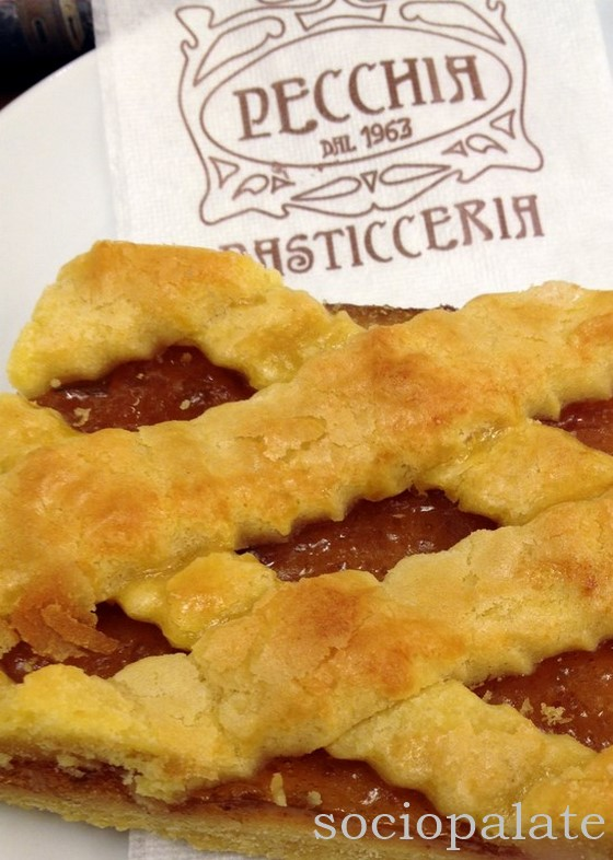delicious fig crostata from pecchia pasticceria best pastry shop in follonica