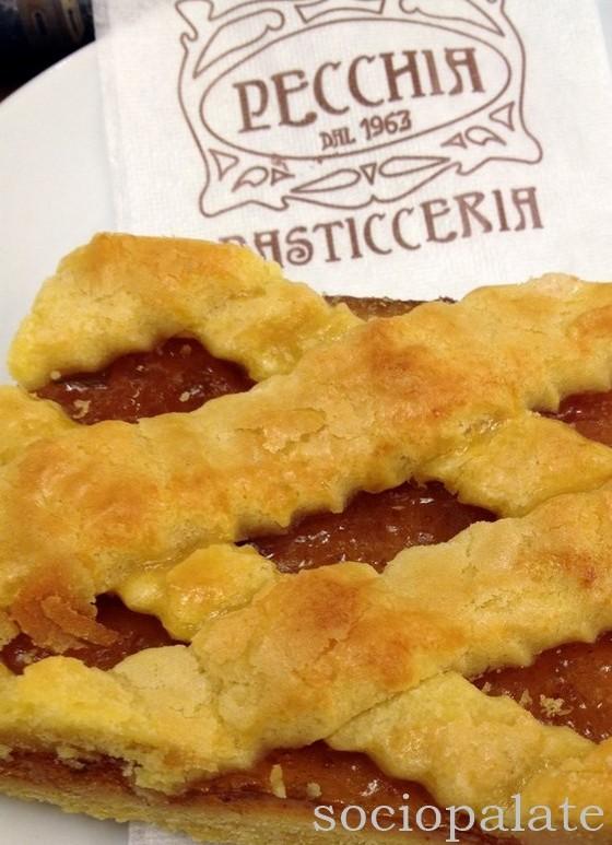 delicious fig crostata from pecchia pasticceria best pastry shop in follonica